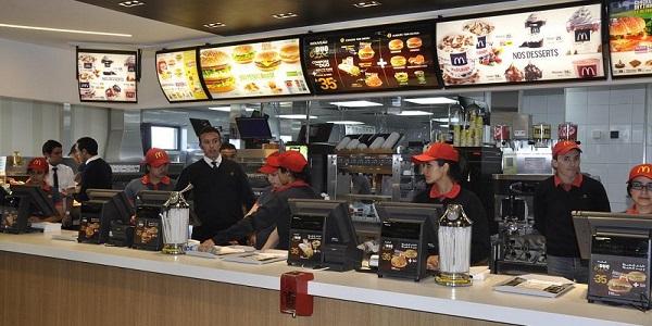 """بشرى للعاطلين .. شركة """"McDonald's Maroc"""" تطلق حملة توظيف للشباب حاملي الشواهد باك+2 فما فوق"""