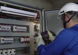 توظيف 100 تقني متخصص في الإلكتروميكانيك و تقني في الكهرباء الصناعية برواتب تصل إلى 5000 درهم شهرياً